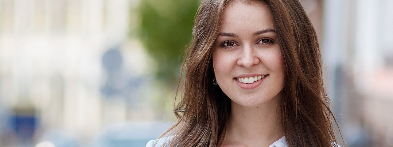 Girl-Smiling-Brown-Hair-1280x480