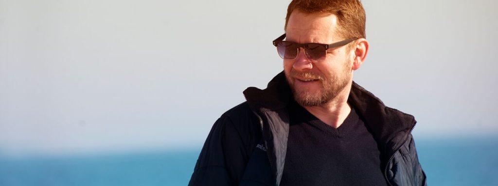 Man Coat Sunglasses 1280x480