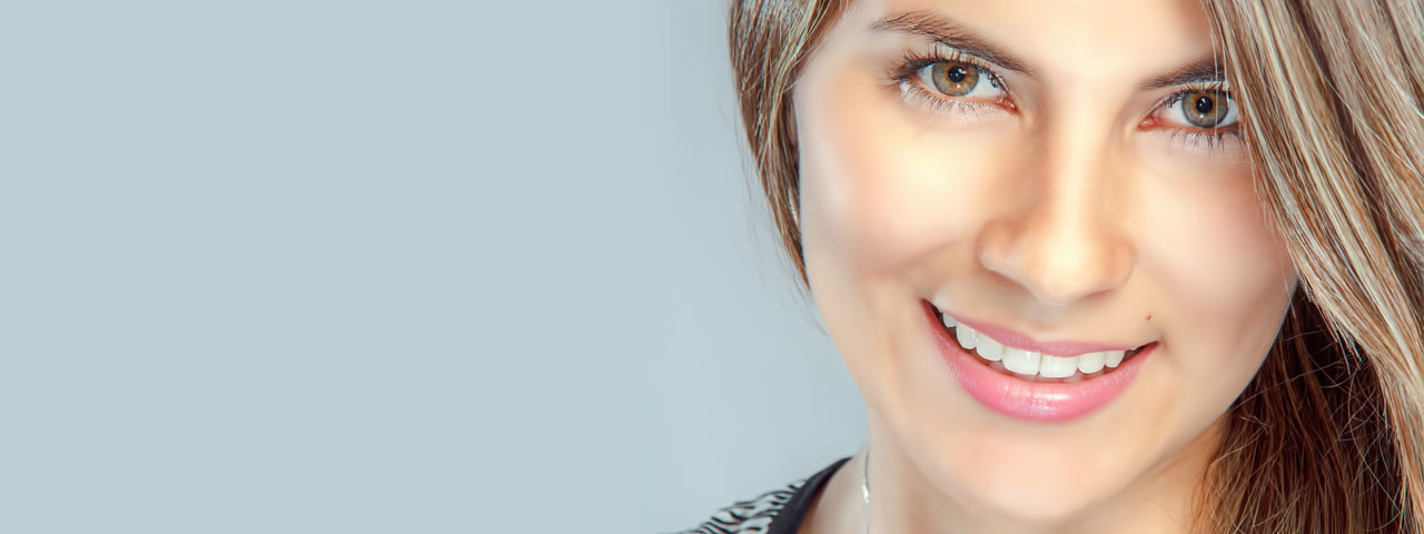 Woman-Smiling-Pretty-Eyes-1280x480