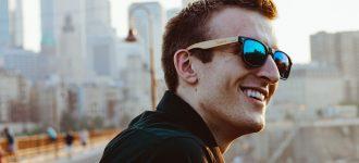 man_sunglasses_city 330x150