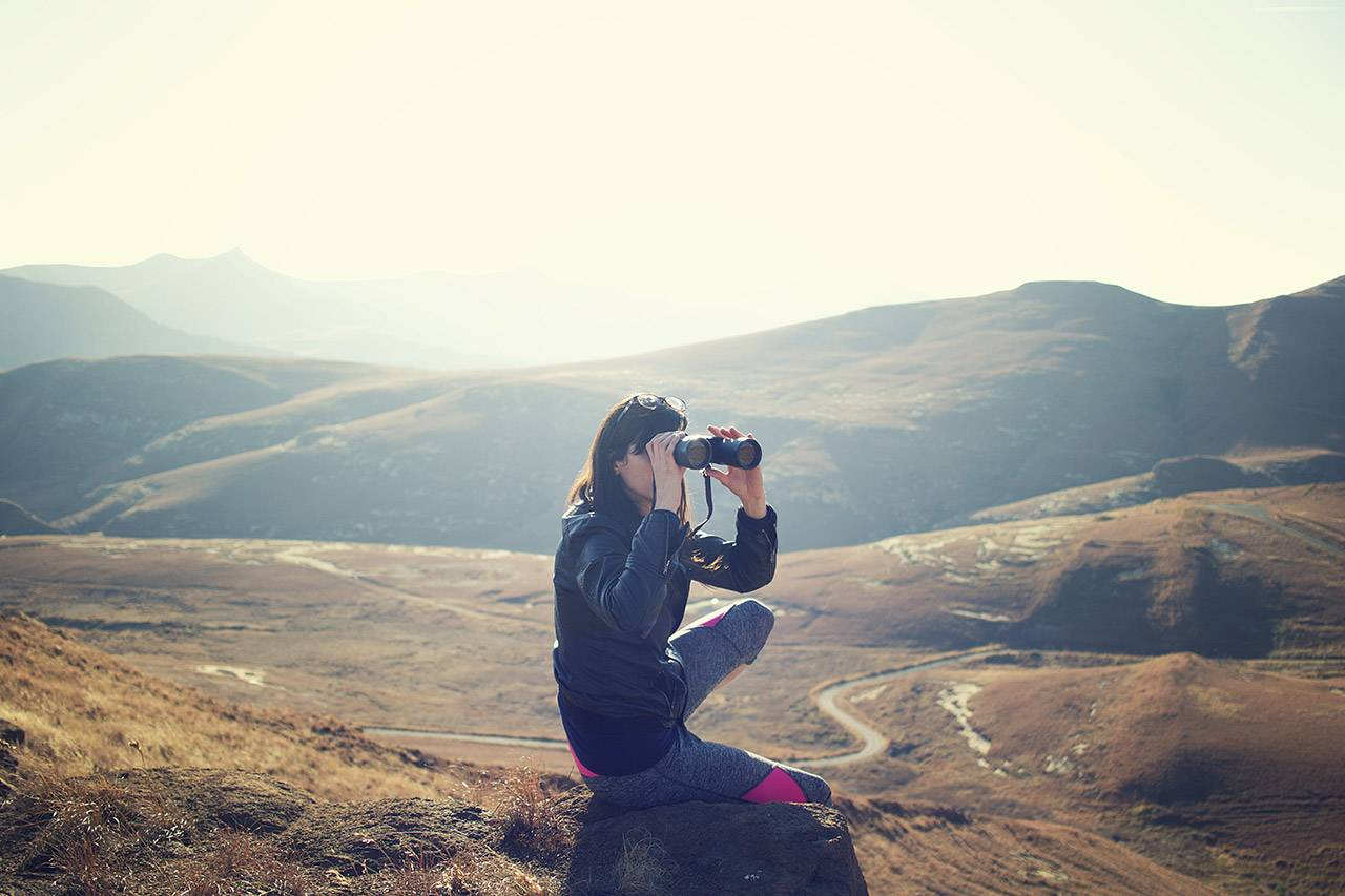 Adventure-mountain-girl-binoculars-1280X853