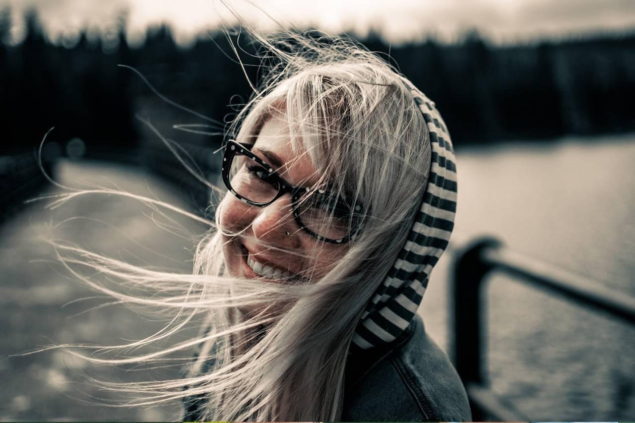 Girl Glasses Windy 1280x853