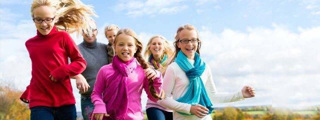 Happy-Family-Running-1280x480-640x240