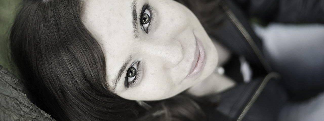 Portrait-Girl-Pretty-Eyes-280x853-1280x480