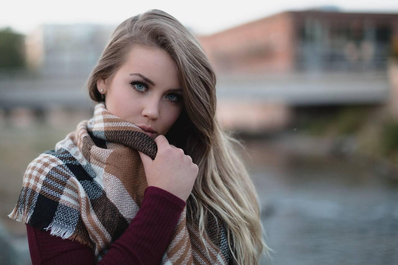 Pretty-Female-Winter-Scarf-1280x853