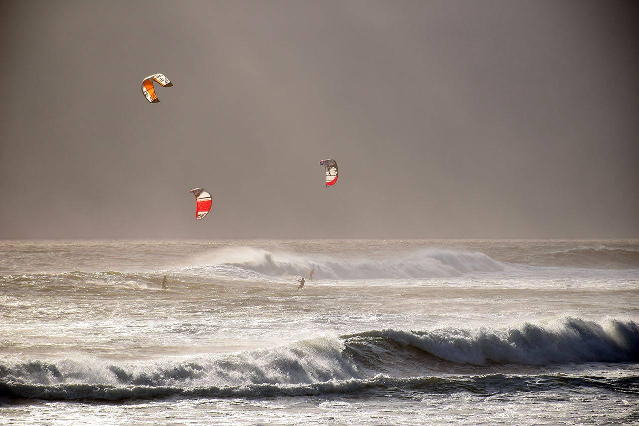 Sport_kitesurfing bkground_sm