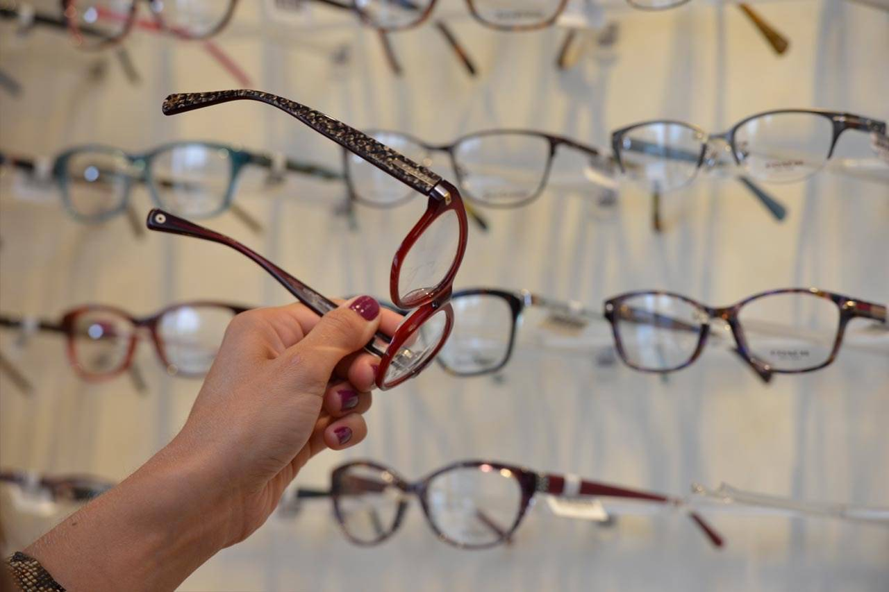 choosing new glasses
