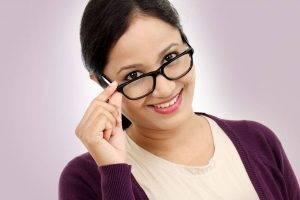 glasses reading lady   Exámenes De La Vista Y Optometrista En La Junta, Y En Lamar, CO