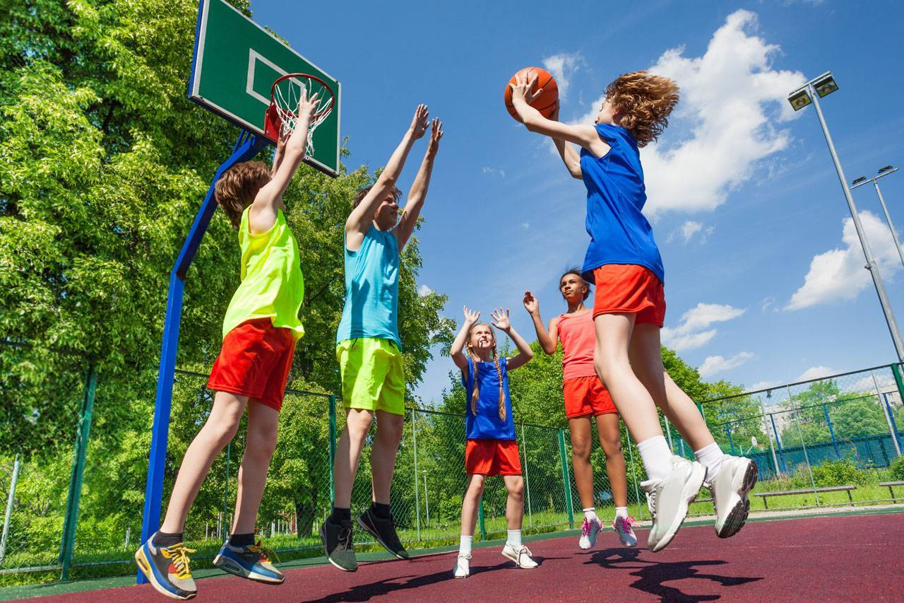 kids playing basketball, ortho-k is great for sports