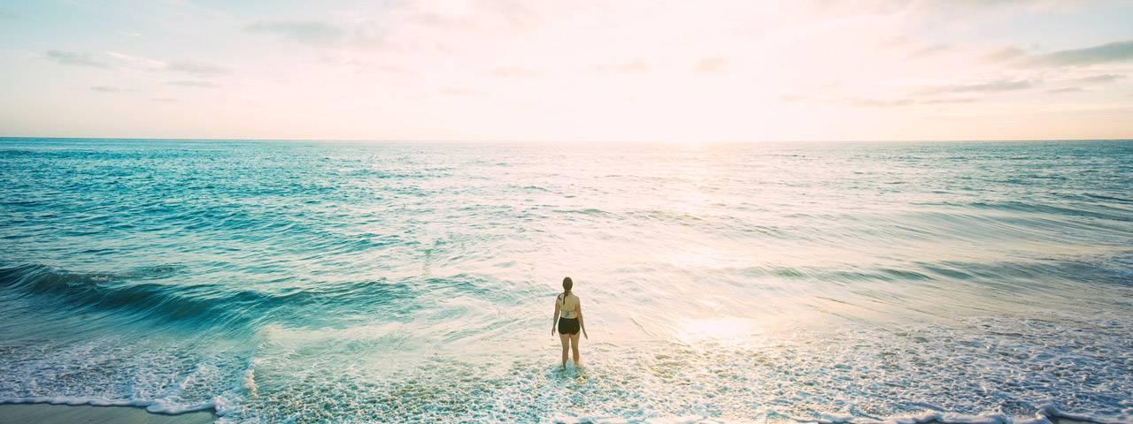 Beach-woman-centre-1280X853