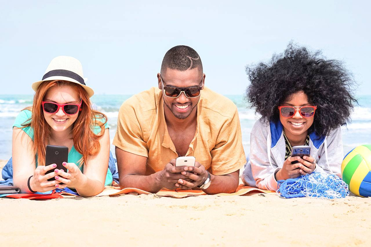 Happy-People-Beach-Sunglasses-1280x853