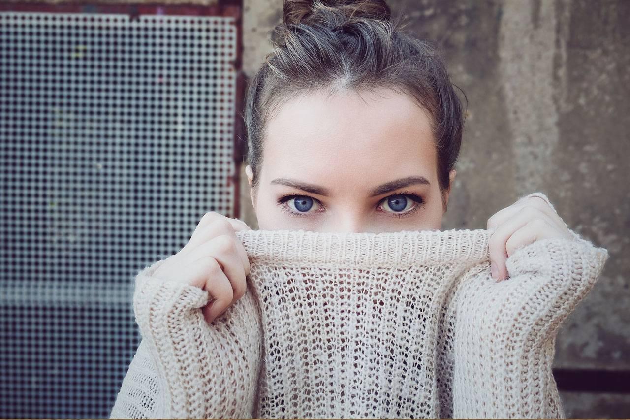 Woman Blue Eyes Sweater 1280x853