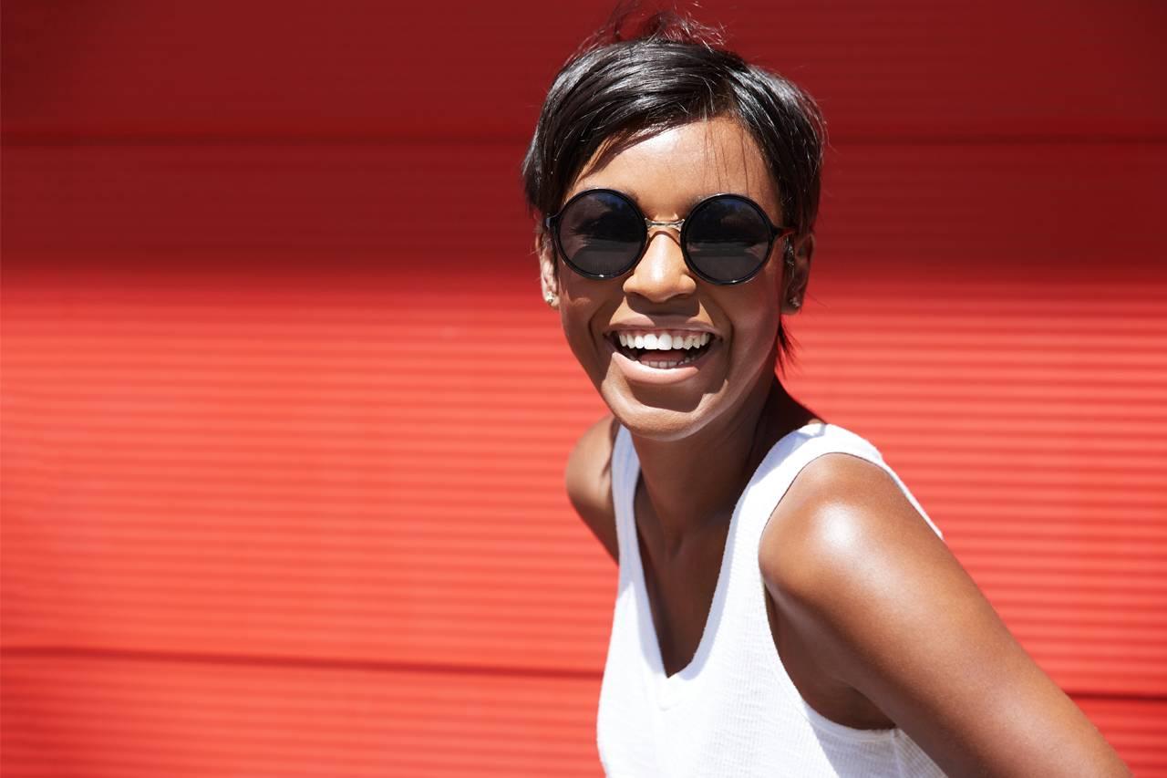 Sunglasses AfricanAmerican Lady1280x853