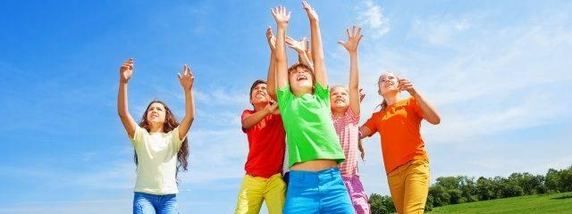 Kids Playing Outdoors Blue Sky 1280x480 640x240
