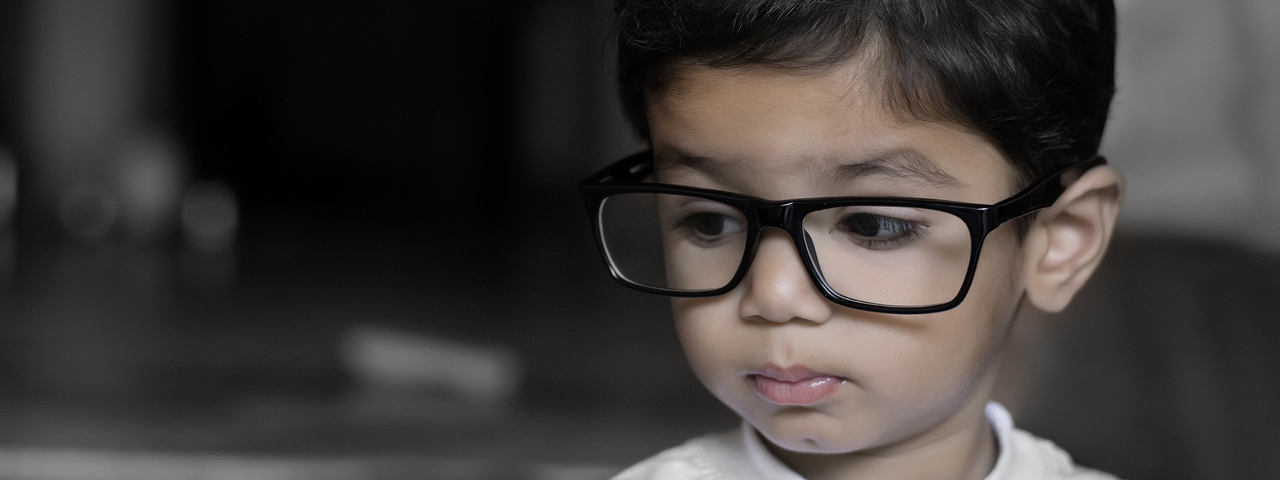 Young Child Big Glasses 1280x480