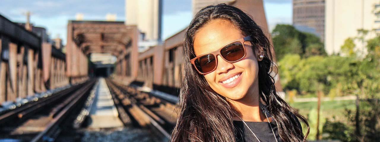 girl_sunglasses_tracks1280x480