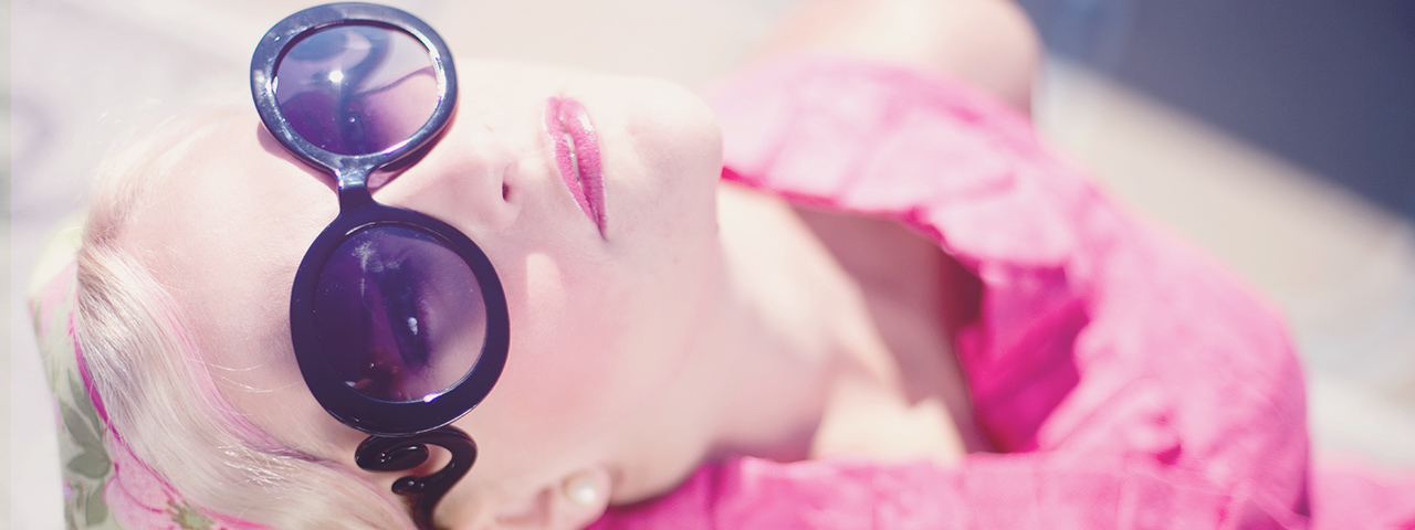 pretty-woman-pink-dress-sunglasses