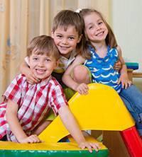 three_young_siblings