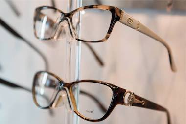 glasses_display_closeup
