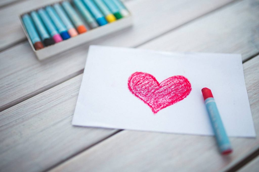 Colored Heart Crayons 1280x853 1024x682