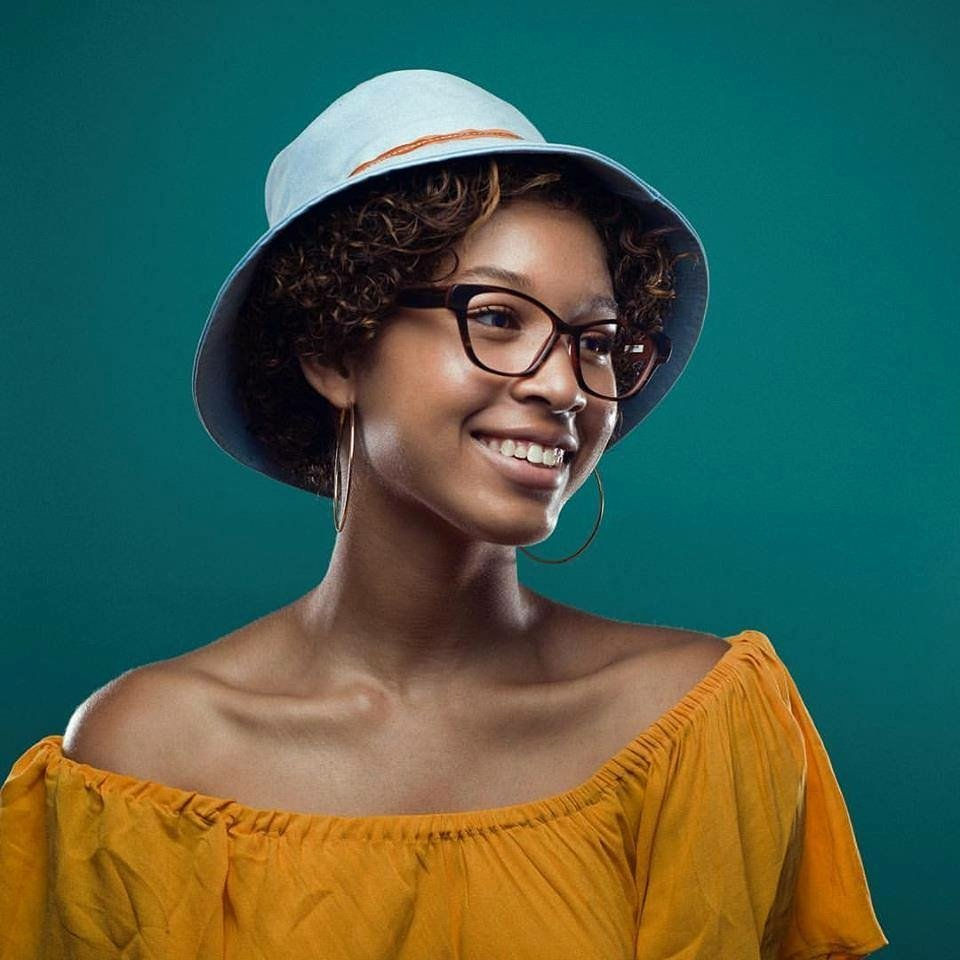 woman-blue-hat-tortoise-frames-IMG_3142