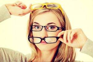 lady try on glasses