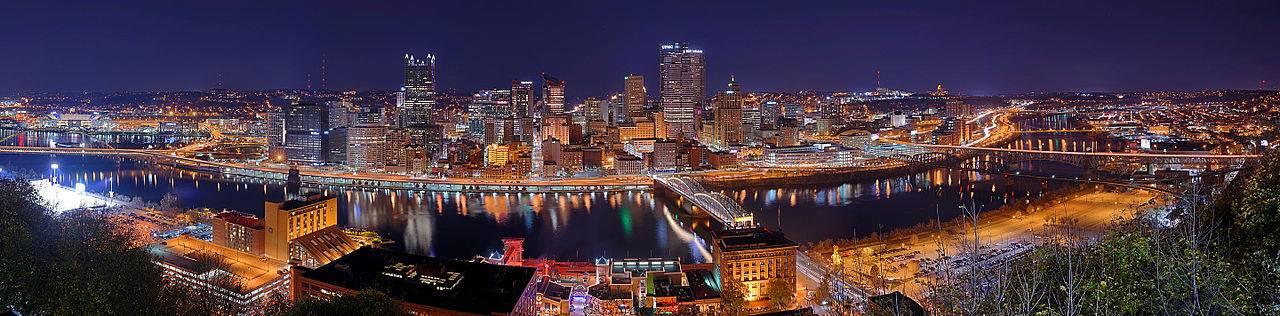 Pittsburgh_skyline_panorama_at_night
