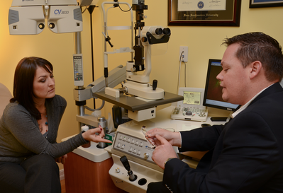 Dr. Bussa provides eye care services in Plantation, Florida.
