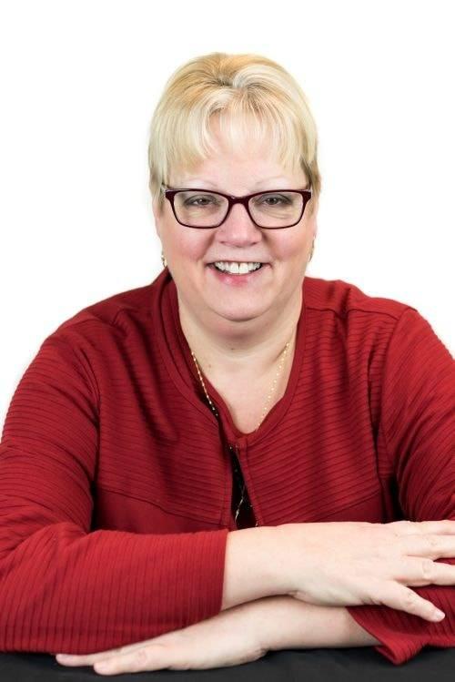 Kim-Knapp-Office-Manager