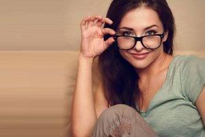 glasses-american-20woman-sofa-300x200