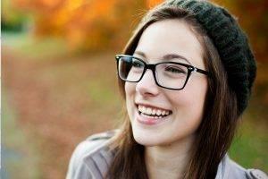 glasses-caucasian-20s-woman-autumn