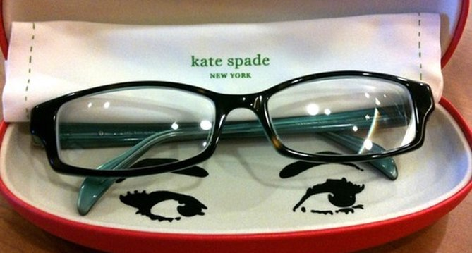 slideKate_Spade_glasses_case.png