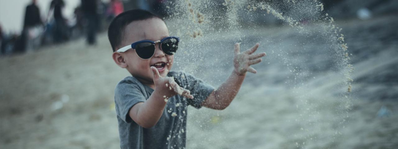 Boy-Sunglasses-Splashing-1280x480
