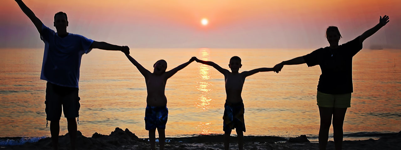Family-Sunset-on-Beach-1280x480