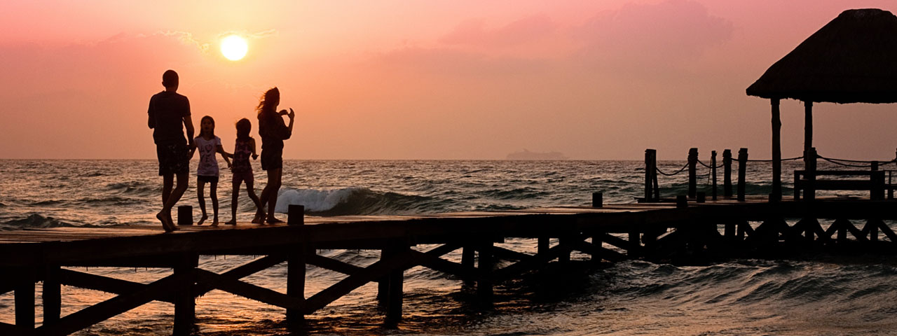 Family-on-Pier-Sunset-1280x480