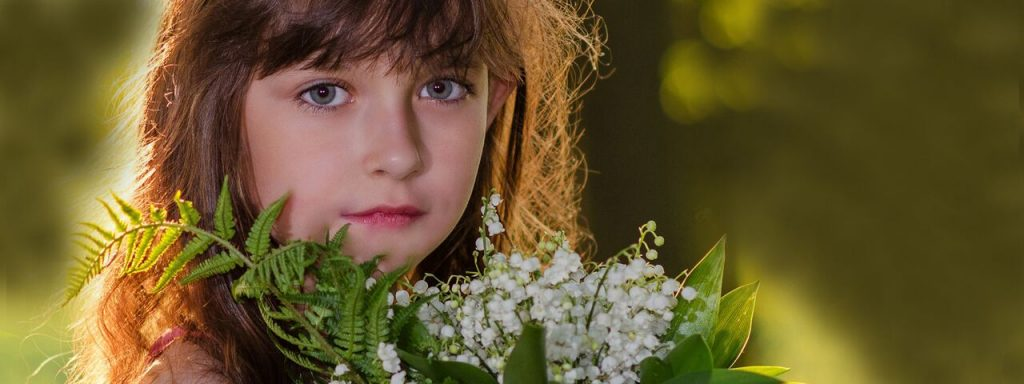 Girl Pretty Eyes Flowers 1280x480