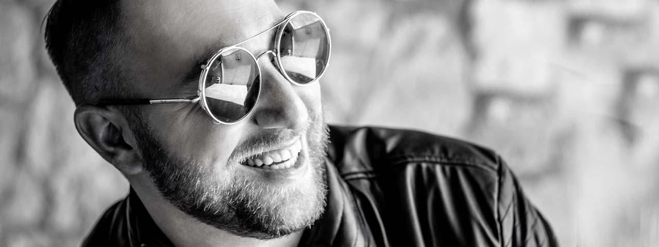 Male Sunglasses Black and White 1280x480