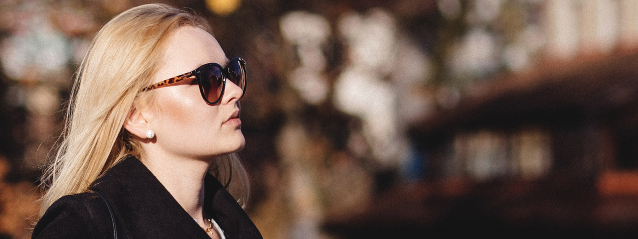 Woman-Sunglasses-Coat-1280x480