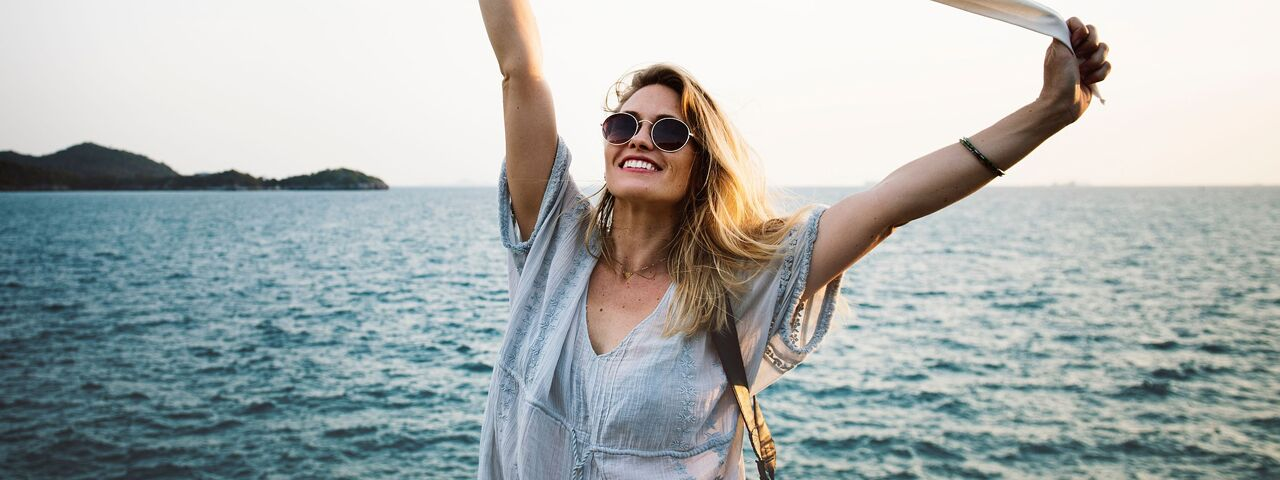 Woman20Smiling20Sunglasses20Ocean201280x480_preview2.jpeg