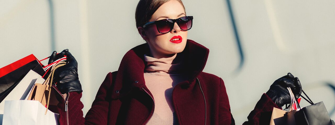 Woman20Sunglasses20Shopping20Winter20201280x480_preview2.jpeg