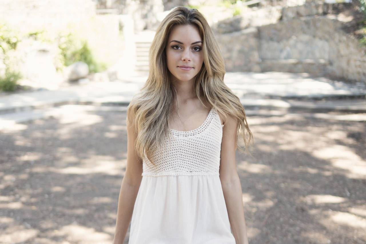 Beautiful-blonde-girl-1280X853