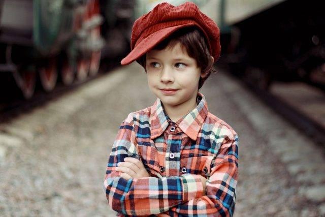 Cute Boy Red Cap 1280×853