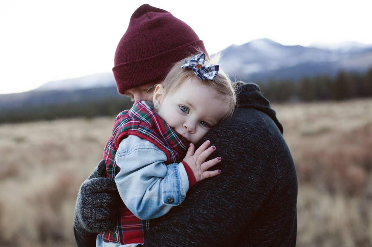 Dad Hugging Baby Girl 1280 x 853