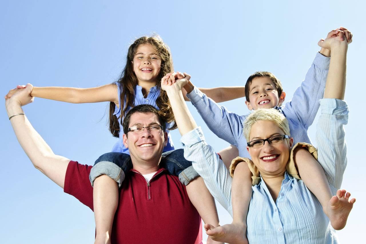 Happy Family Parents Glasses 1280x853