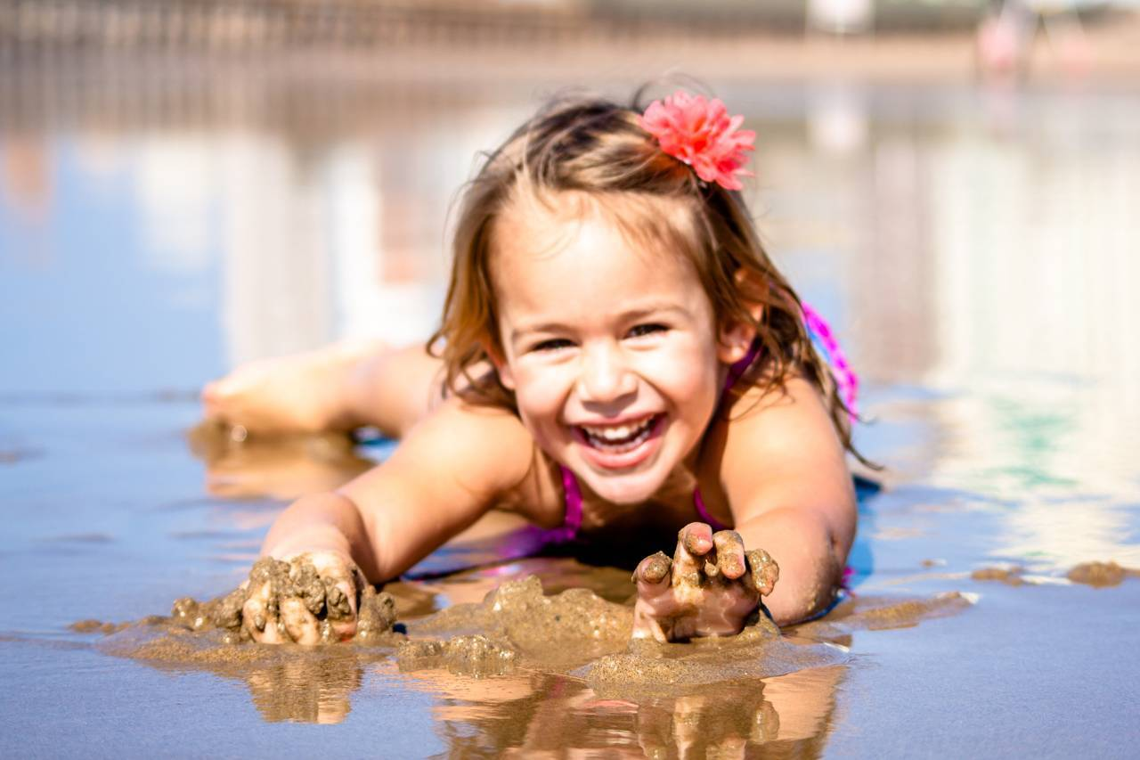 Little Girl Smiling Beach 1280x853