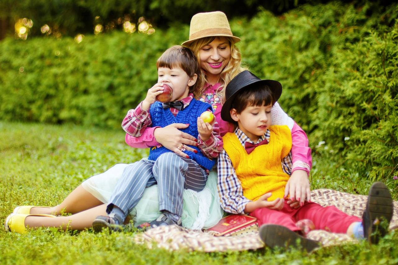 Mother-and-Sons-Picnic-1280x853