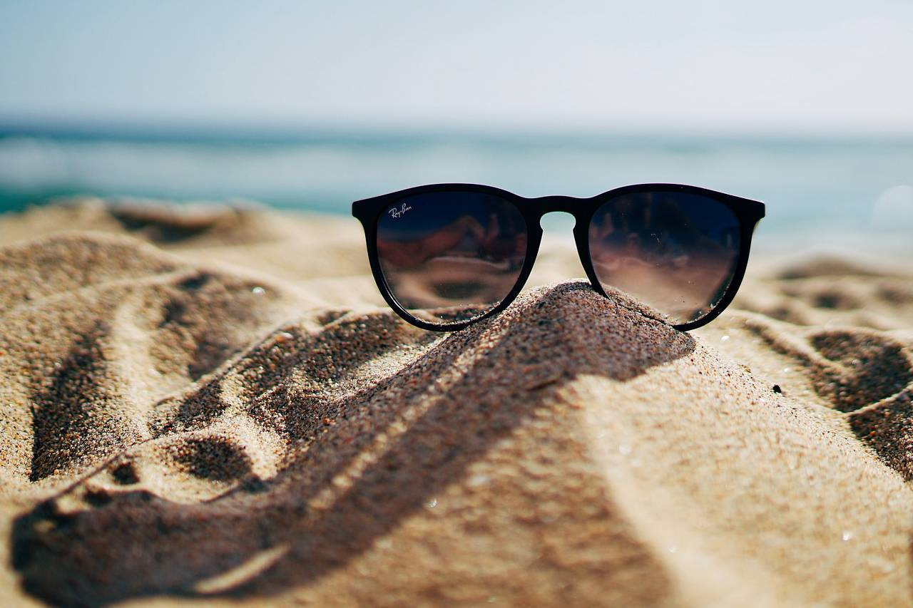 Sunglasses-Beach-Sand-Pile-1280x853
