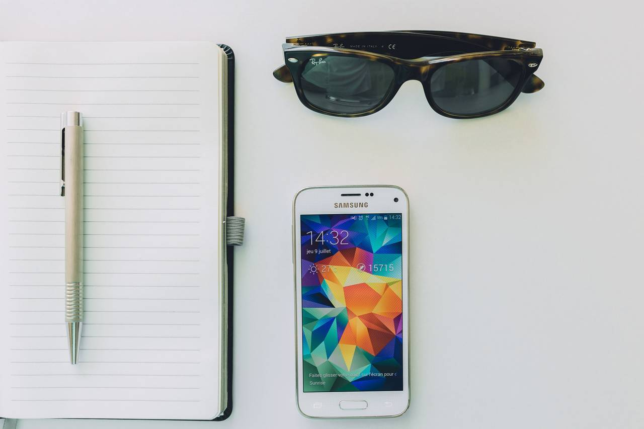 Sunglasses Notepad Phone 1280x853