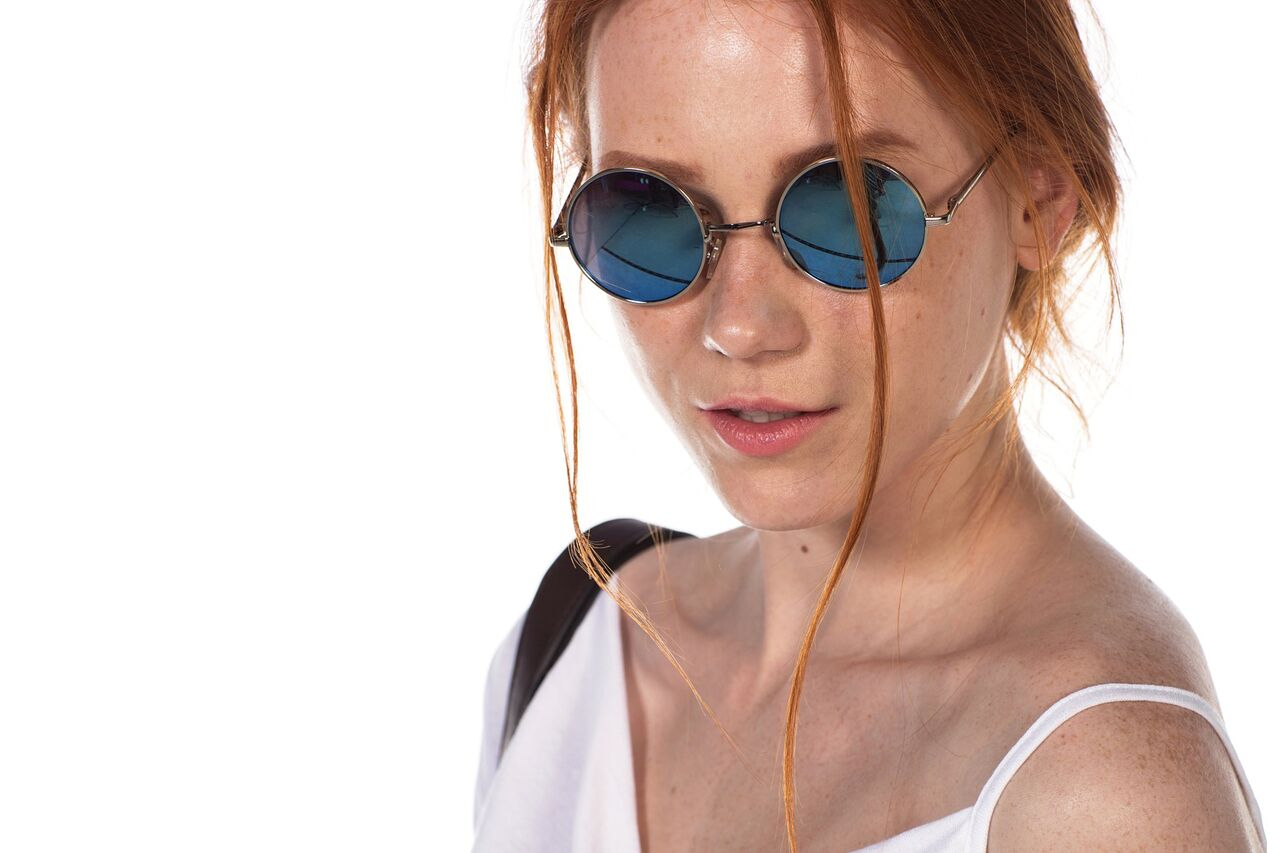 Woman Redhead Sunglasses 1280x853 preview[1]