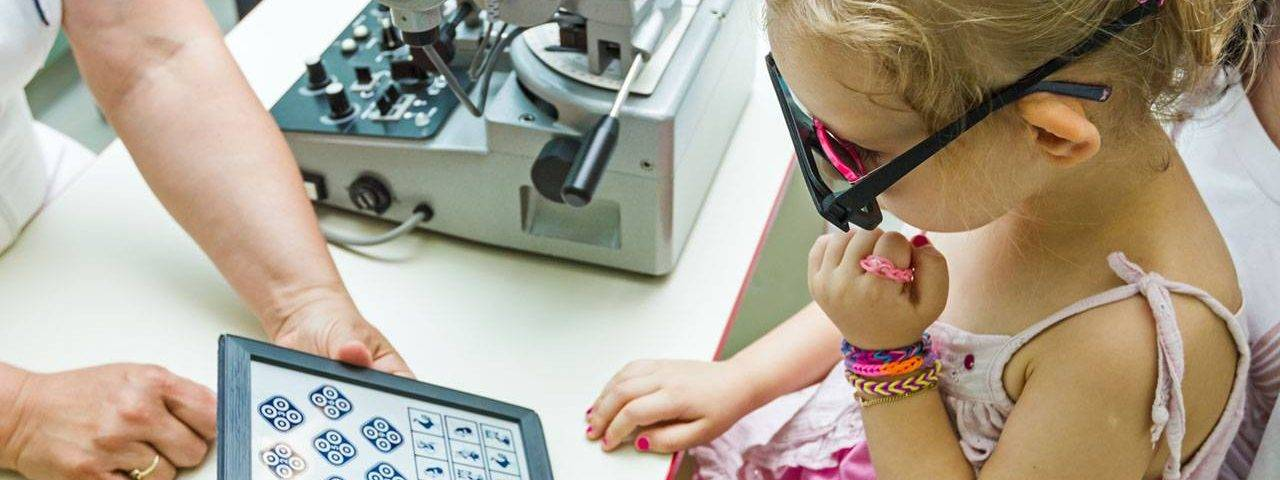 Young Girl Child Eye Exam 1280x853 1280x480